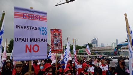 Tolak UU Cipta Kerja, DEN KSBSI Intruksikan 12-16 Oktober Turun ke Jalan