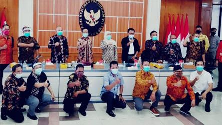 Konfederasi SP/SB Jatim Ngeluruk Menkopolhukam Yang Juga Mantan Ketua Mahkamah Konstitusi