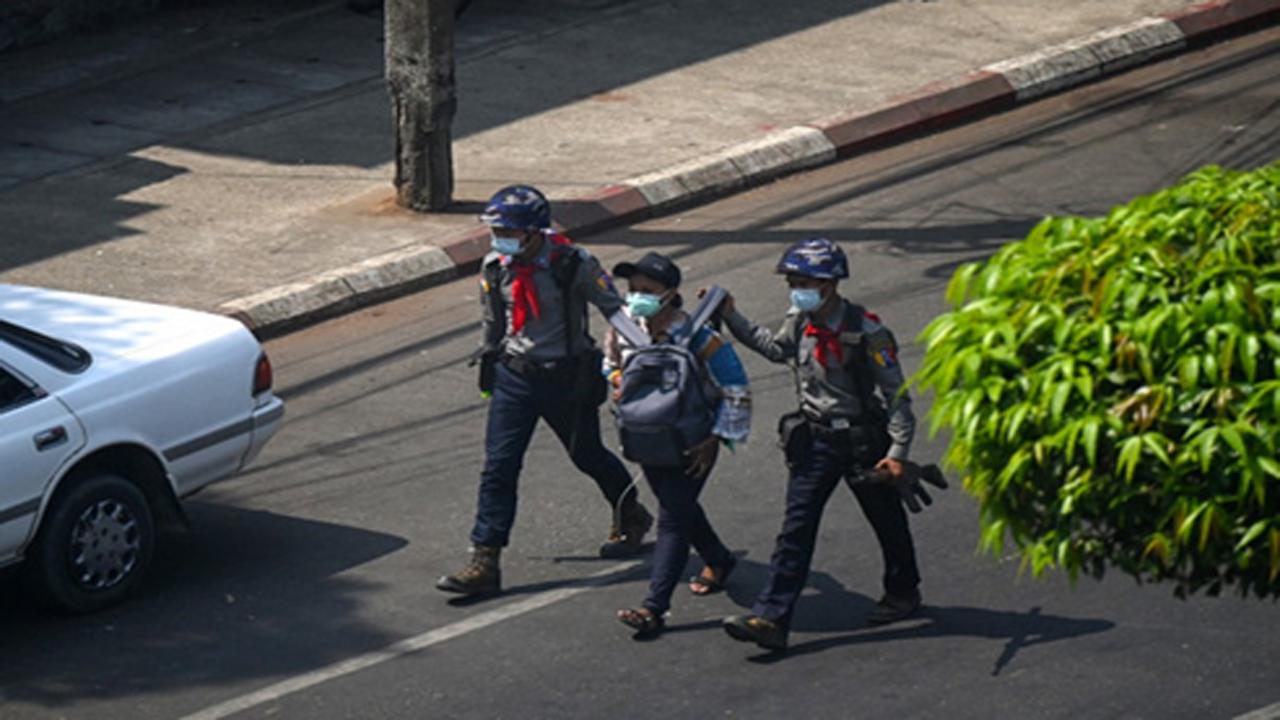 Pekerja Jurnalis Terancam Saat Peliputan Aksi Menolak Demo Kudeta Myanmar