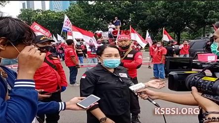 Demo di Balai Kota, Buruh KSBSI Desak Anies Cabut Pergub UMP 2021
