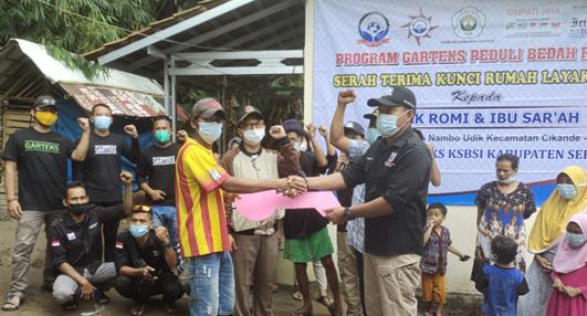 Sukses Program Bedah Rumah, Relawan GARTEKS Peduli Serahkan Kunci Pada Pasangan Keluarga Romi-Sar