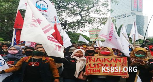 Ribuan Buruh Kepung Kemnaker, Demo Menolak SE UMP 2021