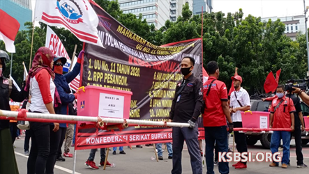 Sempat Dihadang, KSBSI Lengkapi Dokumen Gugatan UU Cipta Kerja di MK