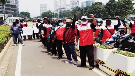 Hari Ini, Massa Buruh FSB KAMIPARHO Jakarta Demo di Kantor Pusat PT. Kemfood