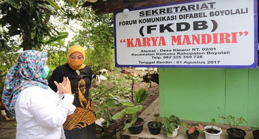 Ida Fauziyah Kunjungi Kelompok Difabel Penerima Bantuan JPS TKM di Boyolali