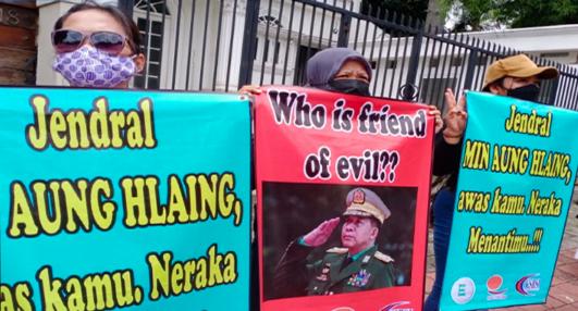 Demo di Kedubes Myanmar, Buruh KSBSI Koyak Photo Jenderal Min Aung Hlaing